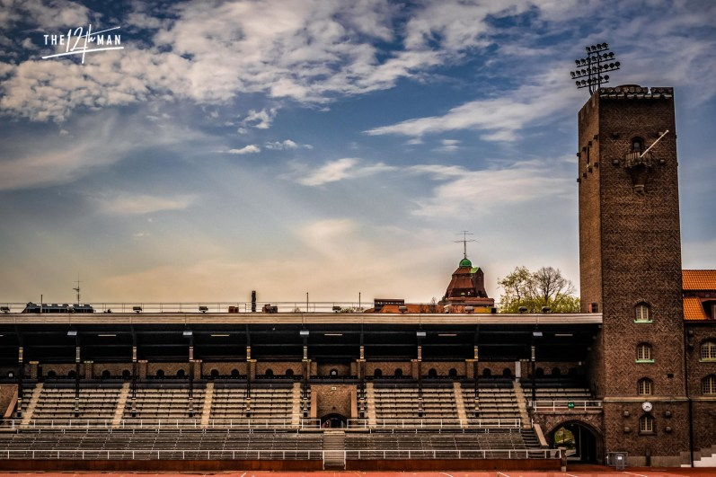 De lichtmasten van het Olympisch Stadion in Stockholm zijn stenen torentjes.