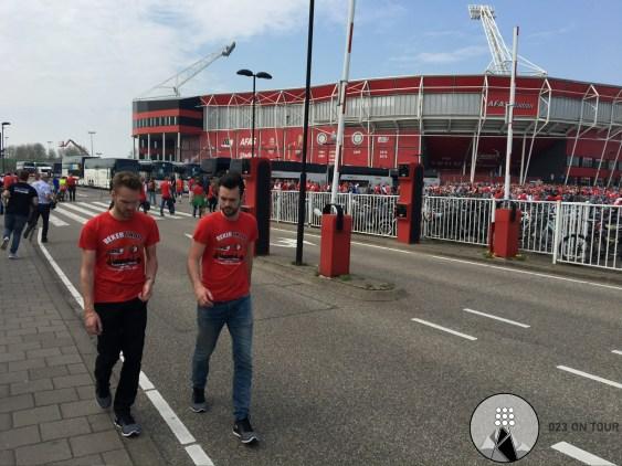 AZ-supporters klaar voor de reis naar Rotterdam.