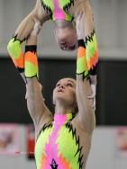 Ik heb ook een aantal jaren acrobatische gymnastiek, ook wel acrogym of kortweg acro gefotografeerd. Van club wedstrijdjes tot en met het NK. Bij acrogym worden de oefeningen op muziek uitgevoerd door 2 of meer deelnemers. Een oefening bestaat uit tempo-elementen, statische balansdelen, dans, ballet, lenigheid. Ik ben hier een keer mee begonnen toen we bij een wedstrijd van mijn nichtje gingen kijken, dat was vlak voordat Iris zelf op acrogym ging.