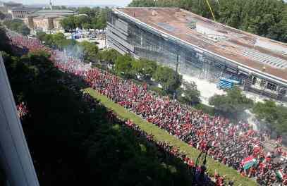 Buiten het stadion (foto via Hungary Ultras).