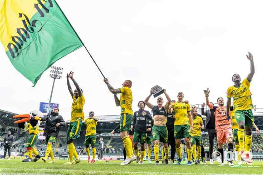 Spelers ADO Den Haag vieren feest tegen FC Den Bosch