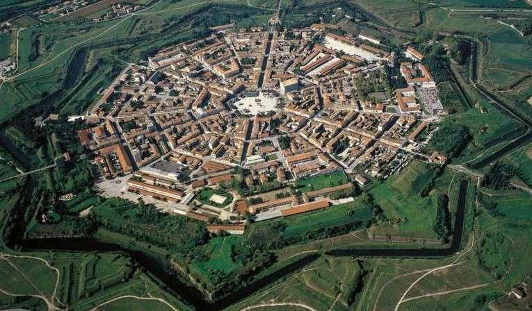 Il labirinto più grande del mondo si trova vicino Parma