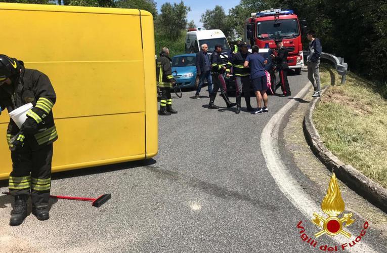 Padova, scuolabus si ribalta, il conducente del mezzo positivo all'alcoltest |FOTO