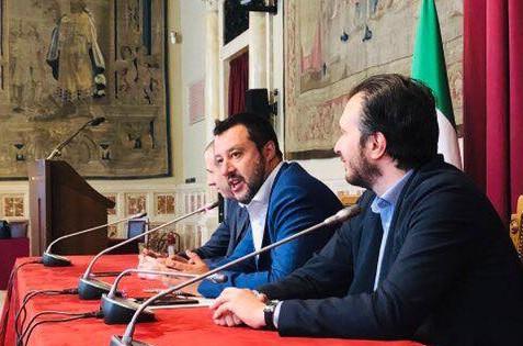 Salvini fa il premier, slogan e  appelli sui social