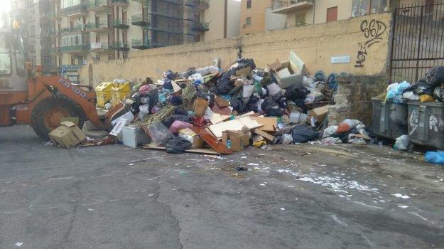 Rifiuti a Palermo, la Rap al lavoro per arginare l'emergenza