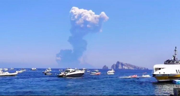 Altra eruzione all'Isola di Stromboli. Aliscafi fermi a Panarea|VIDEO