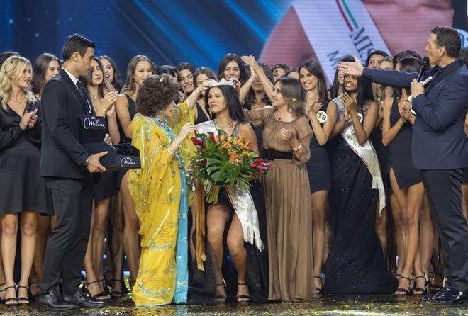 Miss Italia 2019 è Carolina Stramare, seconda la messinese Serena Petralia