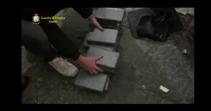 Napoli, 33 kg di cocaina in auto con anziani