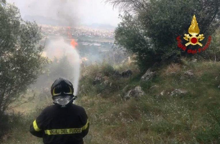 Inferno di fuoco in Sicilia, incendi da Palermo a Messina: in pericolo alcuni centri abitati  FOTO/VIDEO