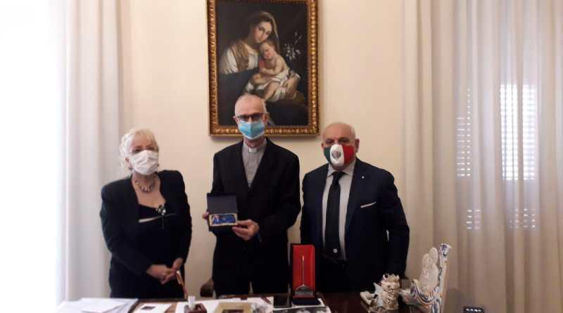 """Il Vescovo di Acireale premiato alla Cultura come """"Eccellenza Siciliana"""""""
