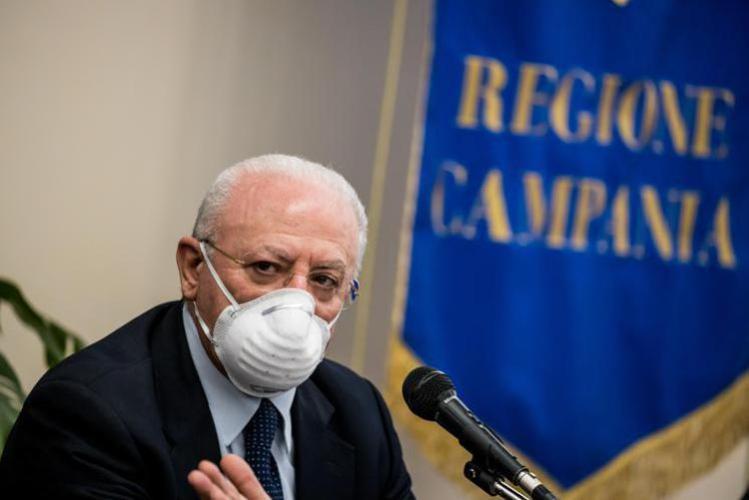 Vincenzo De Luca blinda l'estate in Campania