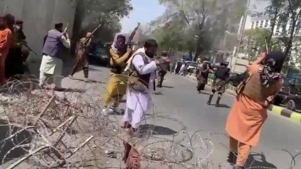 Afghanistan: Taliban fire warning shots at protest in Kabul