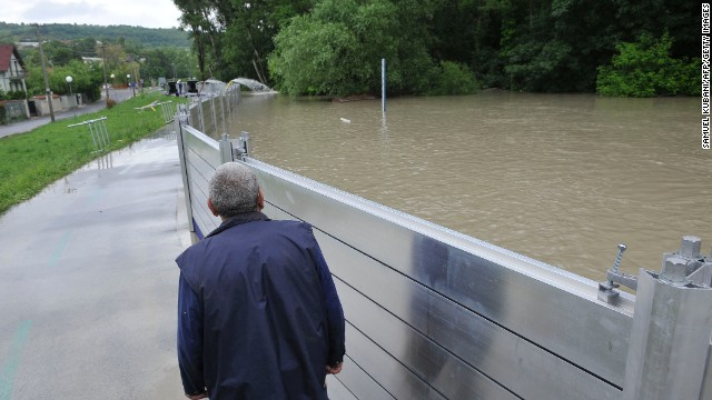 A flood protection wall to be constructed