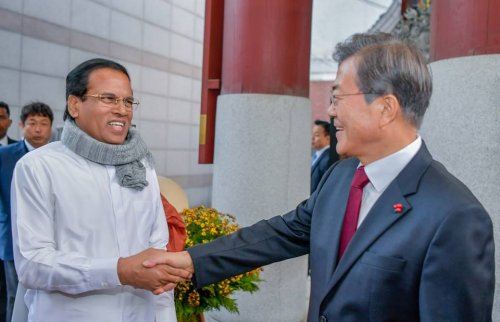 South Korean President meets Sri Lankan President at Temple
