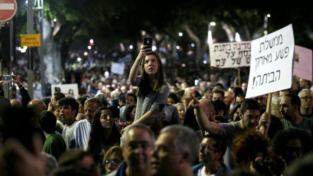 Tens of thousands march in Tel Aviv against Prime Minister Netanyahu