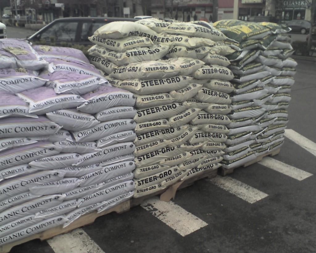 Fertilizer stock arrives from Pakistan, shortage ends