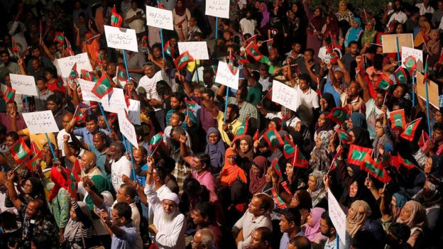 Maldives: Supreme Court judges arrested amid political crisis