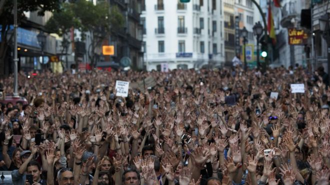 Spain 'wolf pack' case: Thousands protest over rape ruling