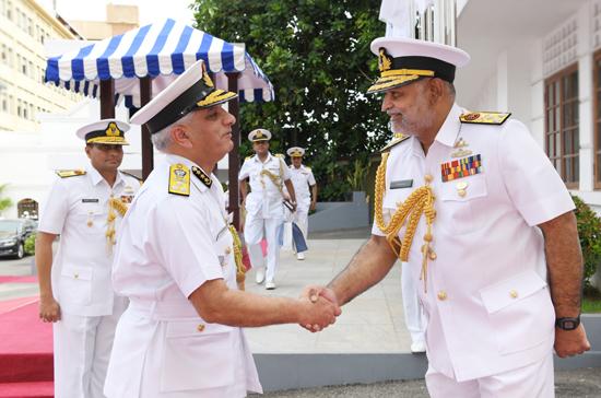 DG Indian Coast Guard meets SL Navy Commander