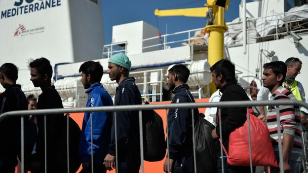 Italy migrants: Matteo Salvini calls for end to Sicily 'refugee camp'