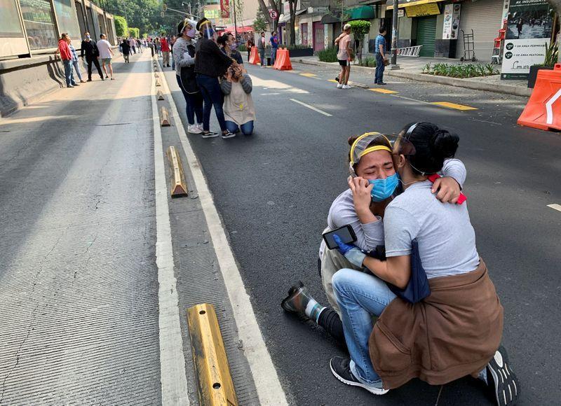 Major quake shakes southern Mexico, at least six killed