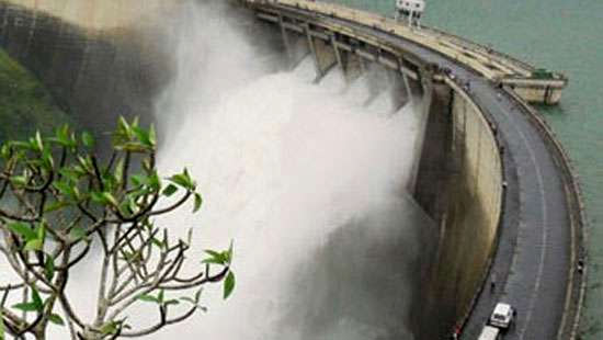 Spill gates of 04 reservoirs opened