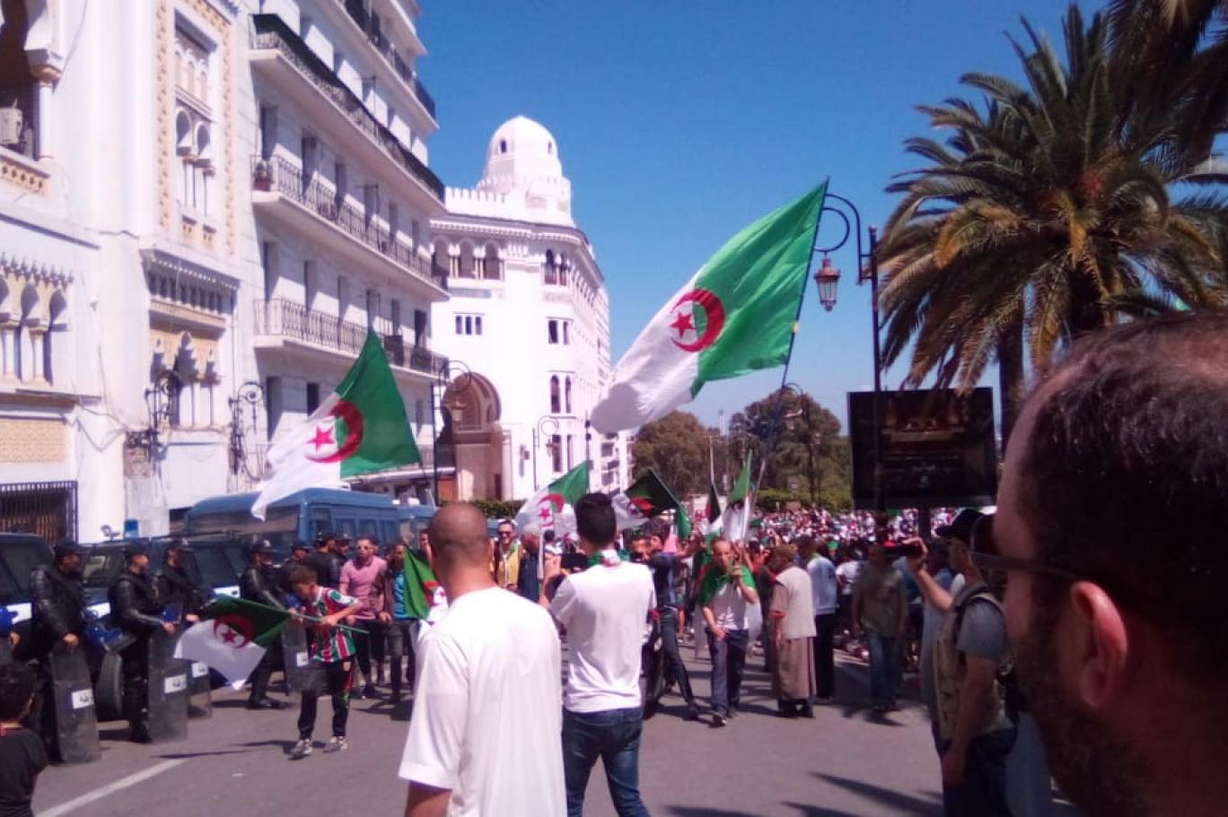 حملة ضد لغة فولتير في الجزائر اندبندنت عربية
