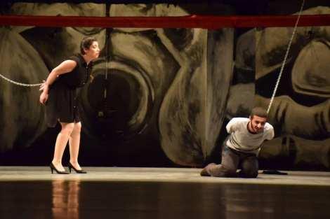 thumbnail_سليمان رزق وسيرينا محمد في لقطة من عرض أدرينالين على مسرح الحمراء.jpg