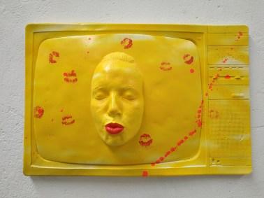 Urbansolid, Kiss, 80x60x15cm, Resina, 2017