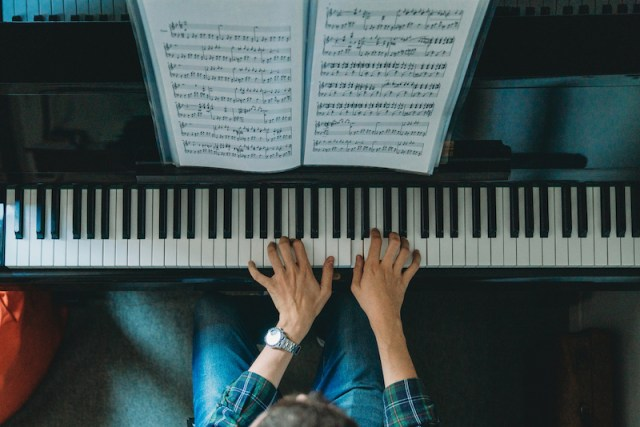 How to Read and Play a Piano Chord Chart - Sheet Music Now