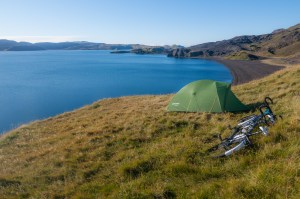 independent people how to cycle in iceland camping tent lake