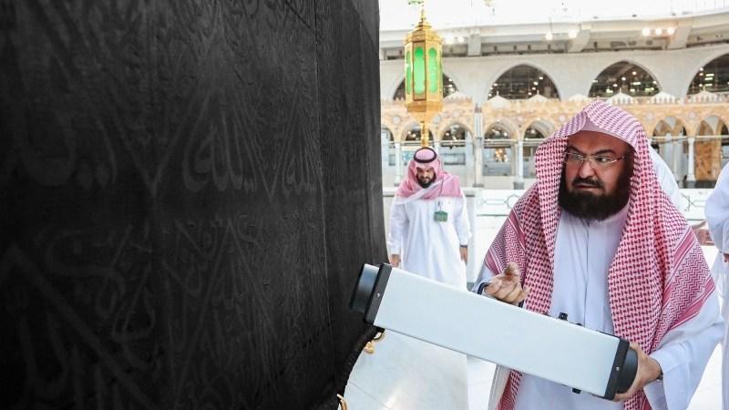 الدكتور السديس يتفقد أعمال إدارتي التطهير والوقاية البيئية ويلتقى بقائد قوة أمن المسجد الحرام