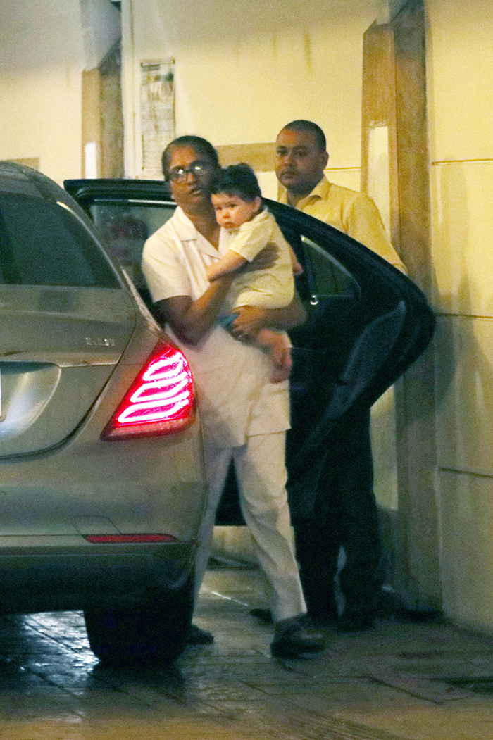 hanging chair swing front porch the apple of kareena kapoor khan's eyes, taimur makes another paparazzi appearance - view pics ...
