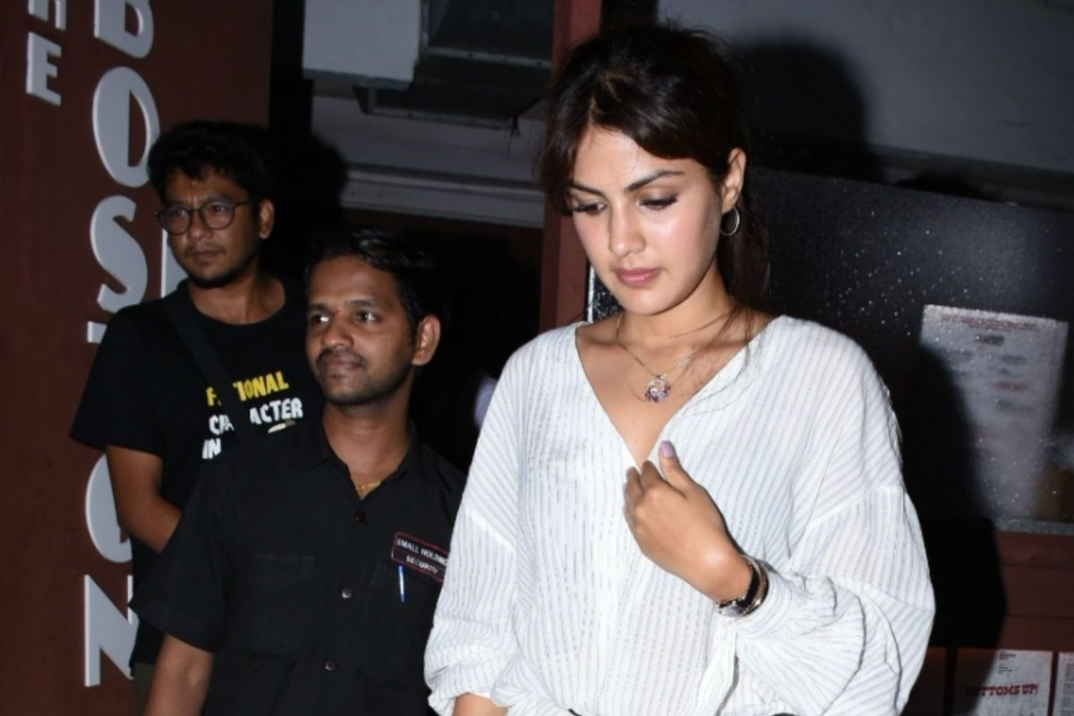 Rhea Chakraborty Was Not Allowed to Attend The Funeral of Sushant Singh Rajput: Actor's Lawyer
