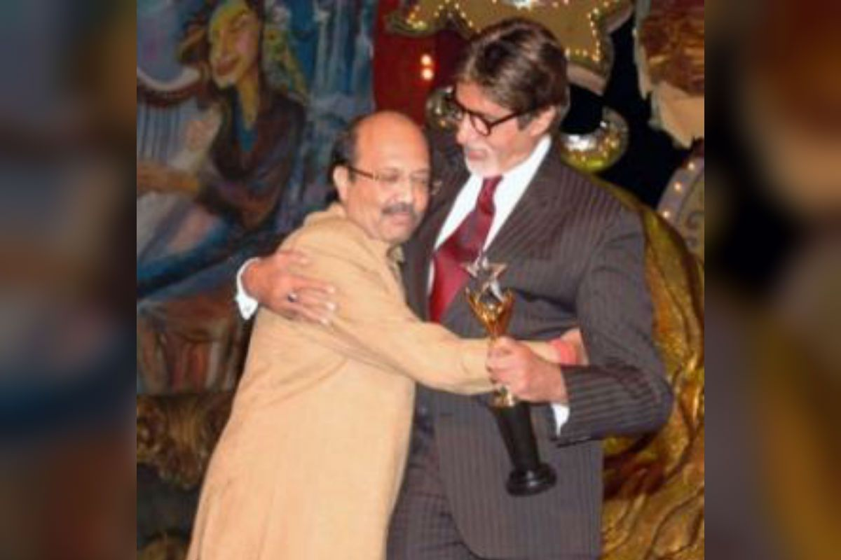 Amitabh Bachchan 'Bows Down' For His Late Friend Amar Singh in a Heartfelt Post After Politician's Demise