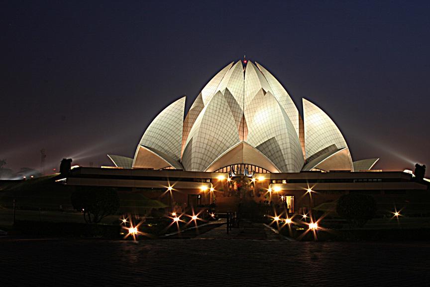 https://i0.wp.com/www.indiamike.com/files/images/72/67/11/lotus-temple-at-night.jpg