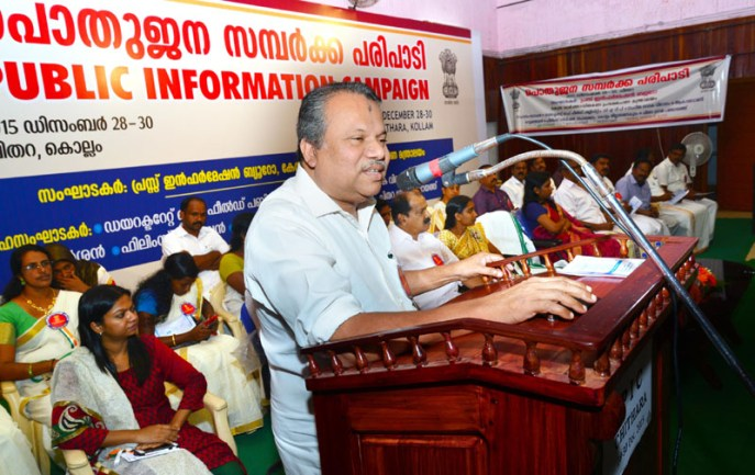 Shri Mullakkara Retnakaran, MLA, addressing at the inauguration of the Public Information Campaign, organised by the Press Information Bureau, at Chithara, in Kollam district, Thiruvananthapuram on December 28, 2015. The ADG, PIB, Thiruvananthapuram, Shri K.M. Ravindran and the District Collector, Kollam, Smt. Shyna Mol are also seen.