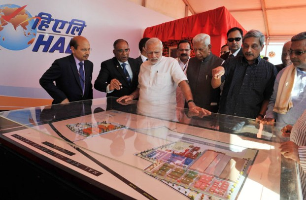 The Prime Minister, Shri Narendra Modi at the foundation stone laying ceremony for HAL's Helicopter Factory, at Tumakuru, Karnataka on January 03, 2016. The Governor of Karnataka, Shri Vajubhai Rudabhai Vala, the Union Minister for Defence, Shri Manohar Parrikar, the Chief Minister of Karnataka, Shri Siddaramaiah and other dignitaries are also seen.