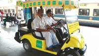 Battery-Operated-car-at-railway_indianbureaucracy