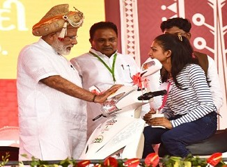 Narendra Modi distributing the aids and assistive devices to Divyangjan -IndianBureaucracy