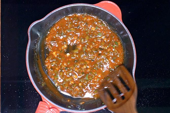 Pour water to make manchurian sauce