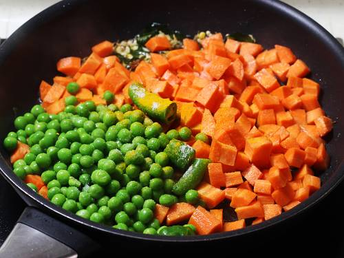 add carrots and spices to pan