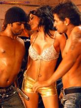sherlyn-chopra_2 guys