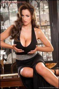 Jordan Carver Hot Sexy Removing Black Tops Big Boobs Cleavage show Jordan Carver Removing her bra showing big boobs xxx porn pic (7)