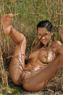 Outdoor Romance Nude Photo मलमल के बिस्तर पर चोदने लायक माल को जंगल मे ले जाके चोदते ह चूतिये (3)