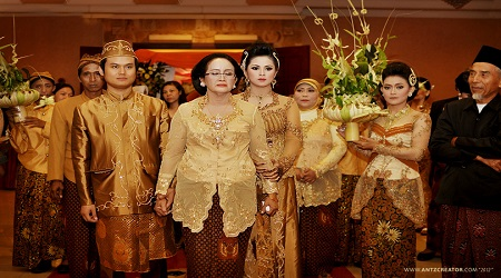 javanese_traditional_wedding__malang___indonesia_by_antzcreator-d74iijj