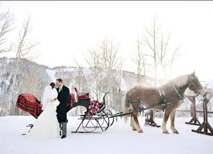 Christmas Inspired Wedding Ideas For Your Winter Wedding Transportation