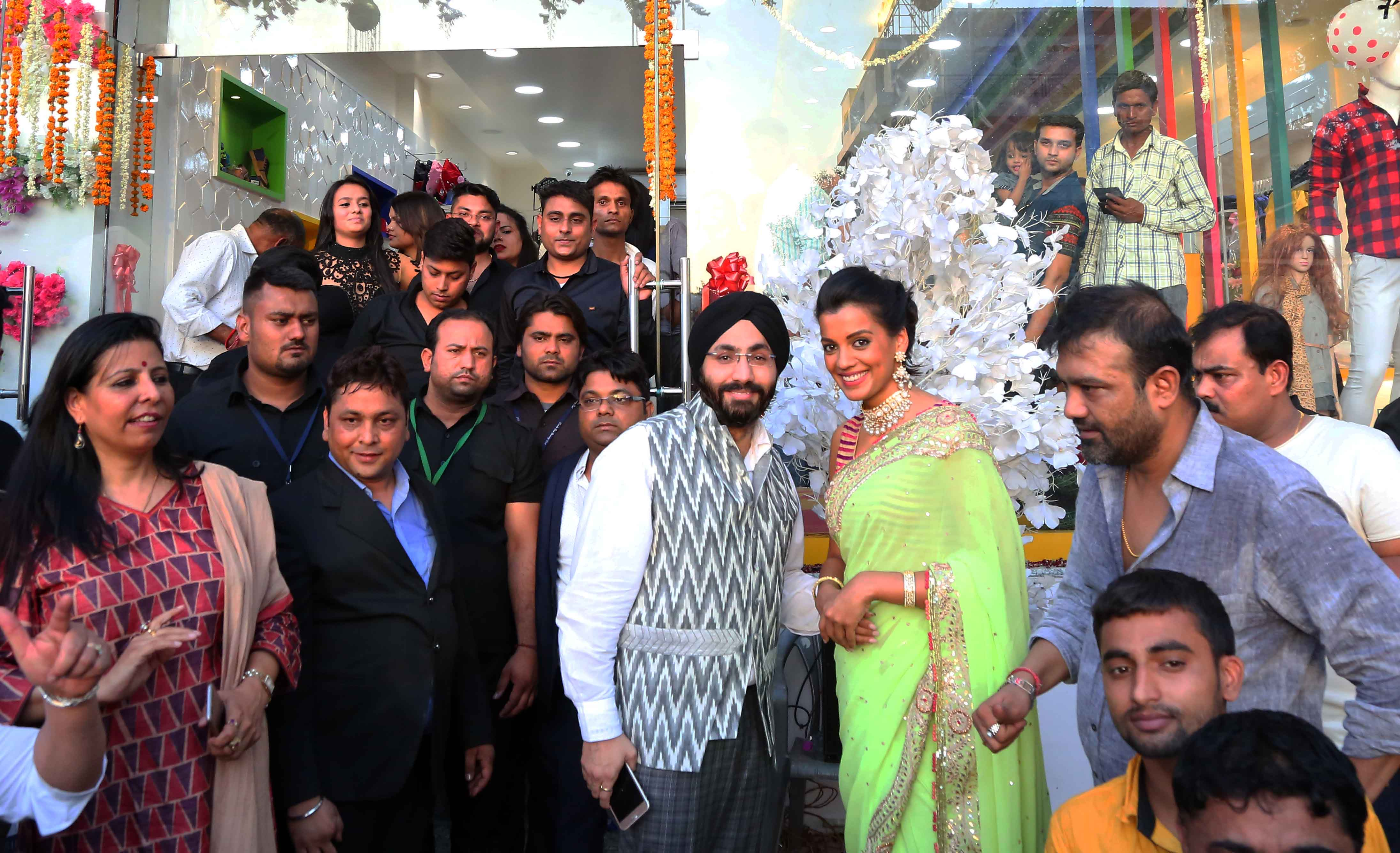 Mugdha-Godse-graced-the-inauguration-of-Western-Basics-Kids-Fashion-Wear-Store-along-with-Fashion-designer-Haneet