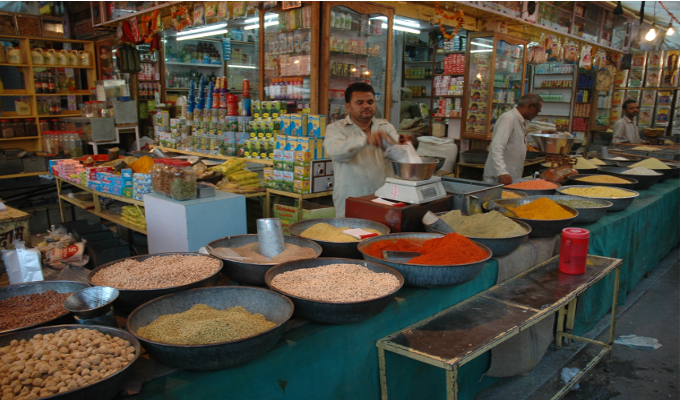 Retail inflation to cross 6pc before easing from Sept: HSBC