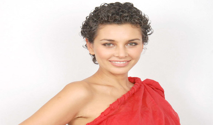 Lisa Ray to launch perfume line for a cause